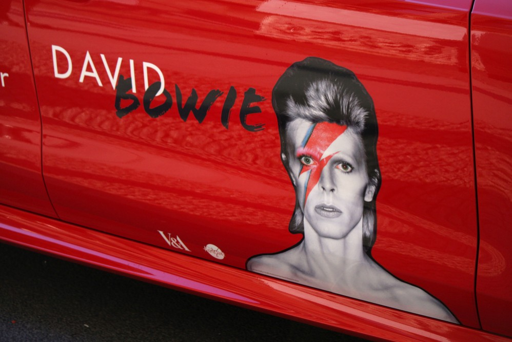 These 20 Clips Of David Bowie Will Ch-Ch-Change Your Life