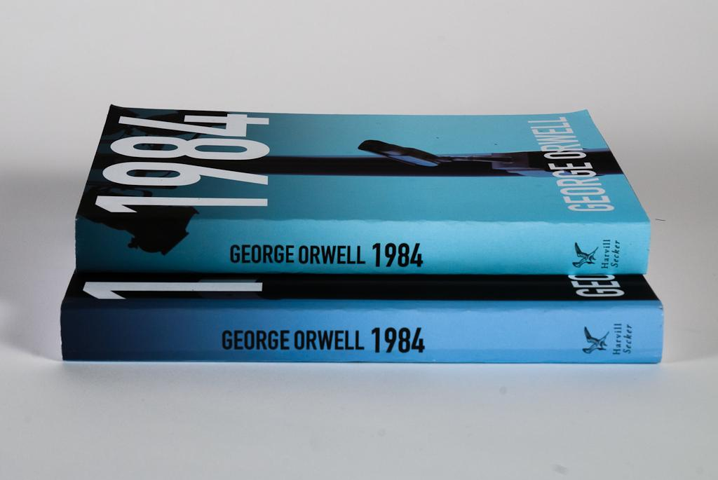compare and contrast orwell and atwoods presentation essay