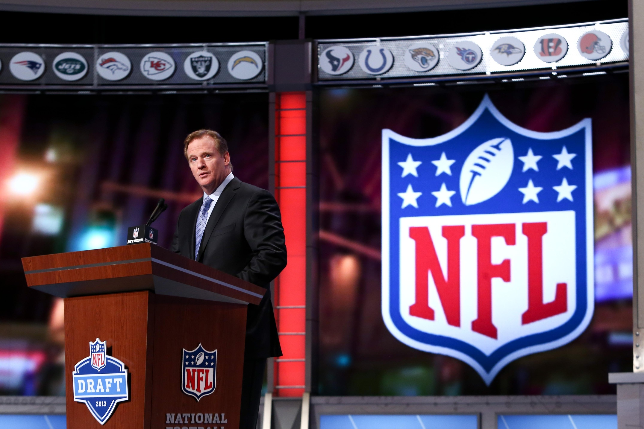 Mark Leibovich Goes Inside The World Of Football, Sports Writing, And Roger Goodell